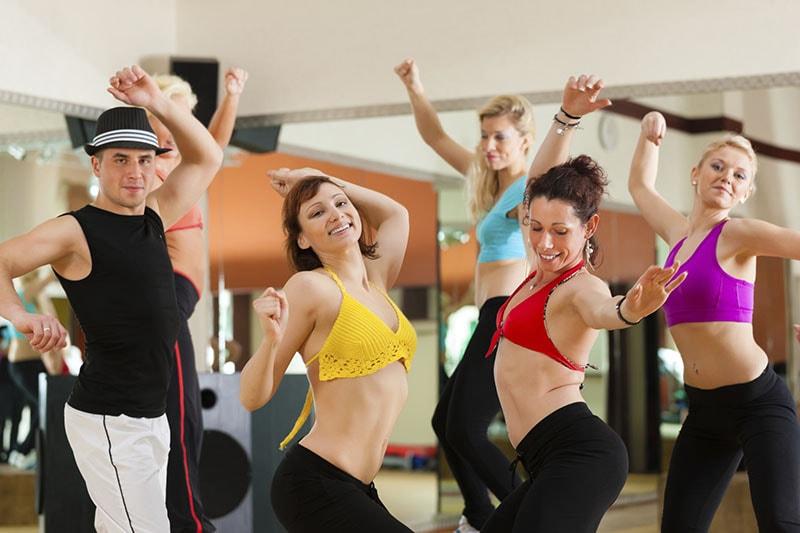 Học nhảy zumba fitness cơ bản cho người mới bắt đầu
