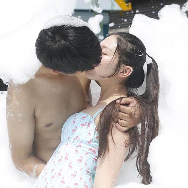 Khi chàng cứ hôn bạn mãi