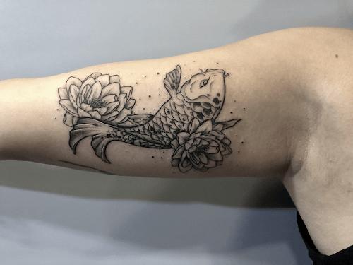 Hình xăm cá chép hoa sen