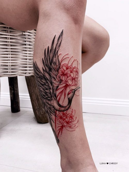 Hình xăm hoa bỉ ngạn ở chân