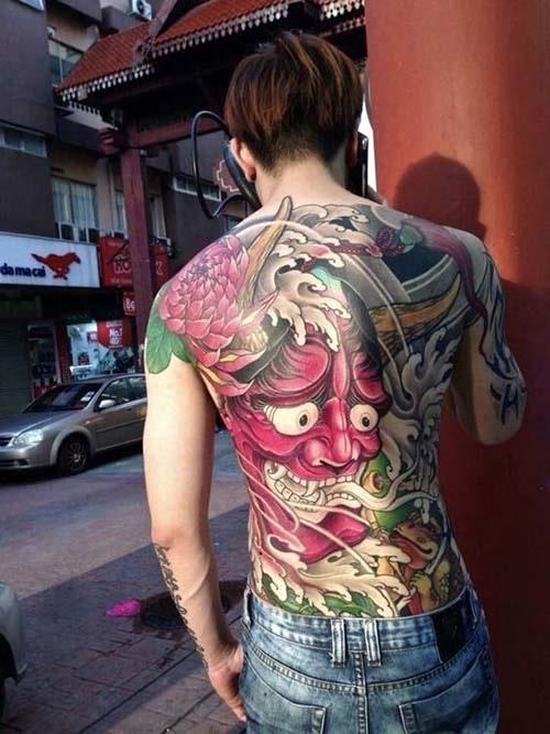 Hình xăm mặt quỷ đẹp ở lưng