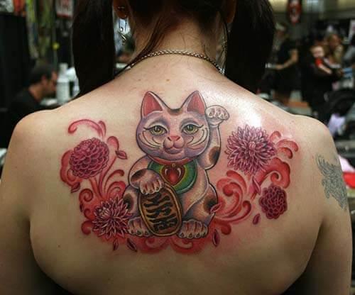Tattoo mèo thần tài cá chép nửa lưng