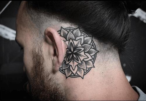 Hình xăm hoa sen Mandala mini trên tai