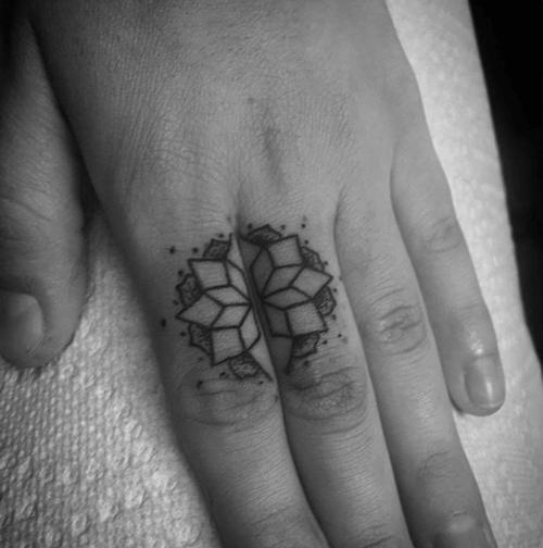 Hình xăm hoa sen Mandala mini